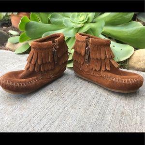 Minnetonka double fringe side zip boot kids